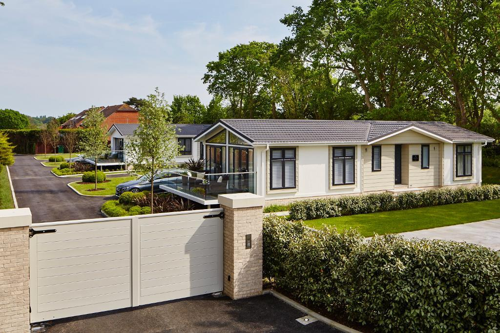 2 Bed New Park Home Property for Sale in Hamble, SO31 4HR by Right Choice Park Homes