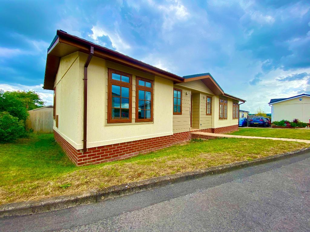 2 Bedroom Bungalow for Sale in Yeovil, BA22 7QA by Right Choice Park Homes
