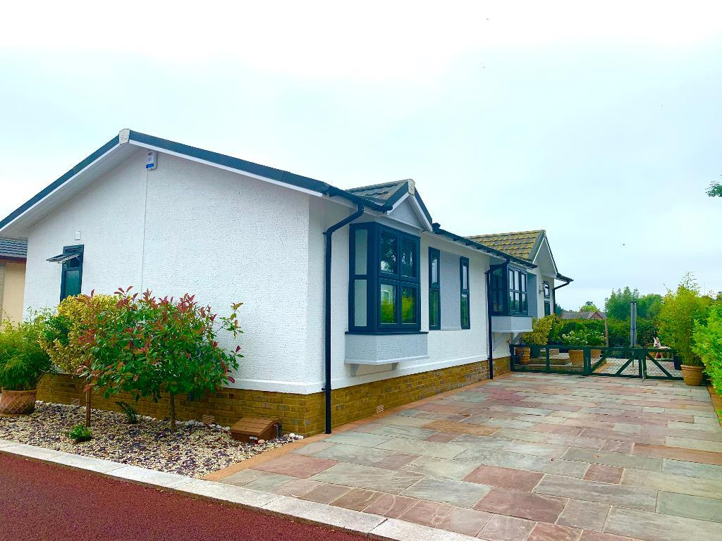 2 Bed Preowned Park Home Property for Sale in Poole, BH16 6ES by Right Choice Park Homes