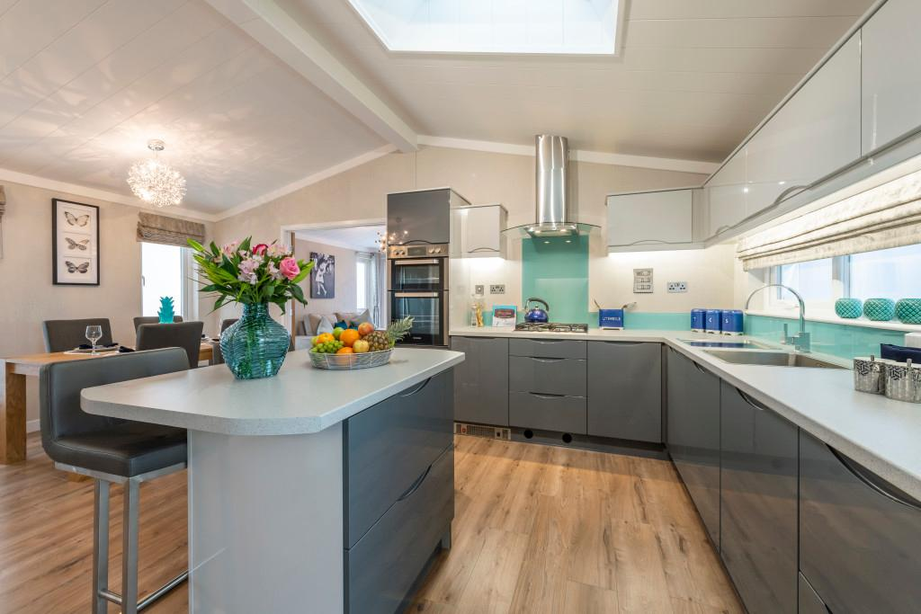2 Bedroom Bungalow for Sale in Finchampstead, rg40 4ex by Right Choice Park Homes