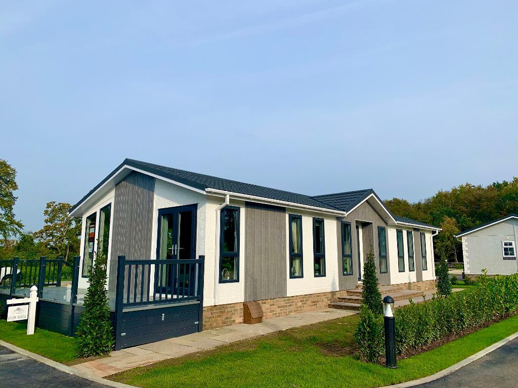 2 Bed Bungalow Property for Sale in Finchampstead, rg40 4ex by Right Choice Park Homes