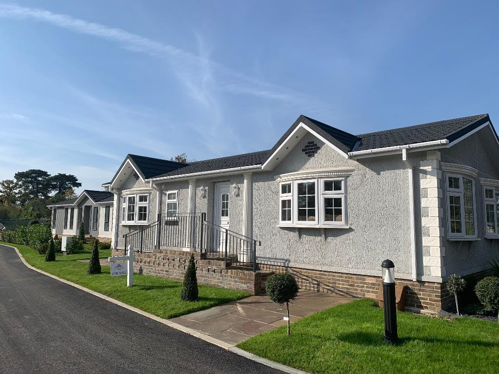 2 Bed New Park Home Property for Sale in Finchampstead, RG40 4EX by Right Choice Park Homes